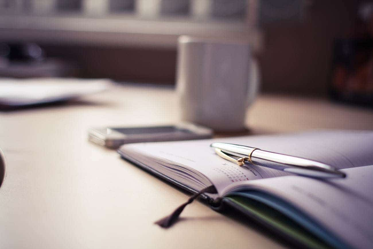 Pytania czytelników: Ile kosztuje założenie firmy i jak to wygląda przy umowie o pracę i o dzieło